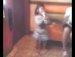 4살 꼬마가 노래방에서의 춤